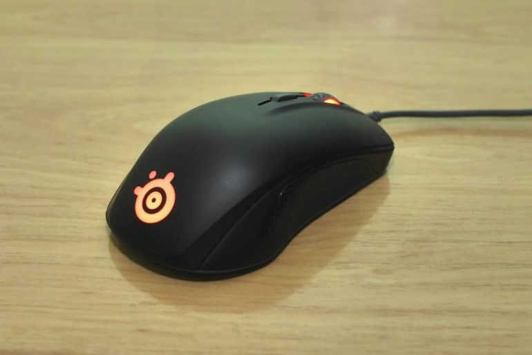 Ratón gaming SteelSeries Rival 110.
